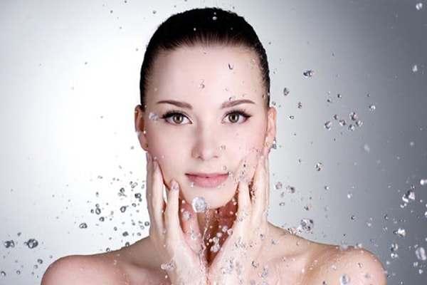 Nước quá nóng khi tắm gây hại cho làn da khô